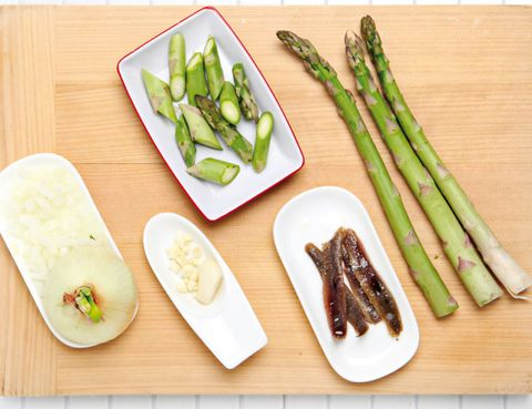 Food, Ingredient, Produce, Vegetable, Dishware, Whole food, Asparagus, Plate, Meat, Natural foods,