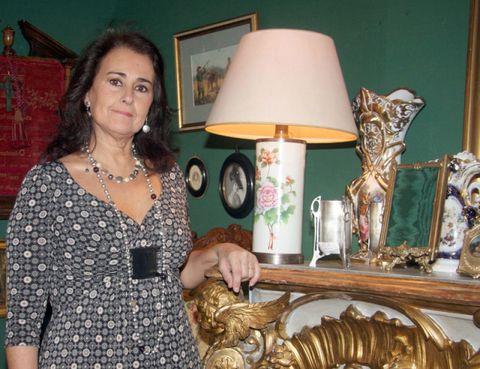 Lampshade, Jewellery, Interior design, Lighting accessory, Lamp, Necklace, Home accessories, Picture frame, Bronze, Invertebrate,