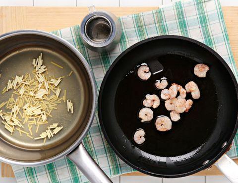 Food, Cuisine, Cooking, Cookware and bakeware, Recipe, Ingredient, Dish, Dishware, Tartan, Plaid,