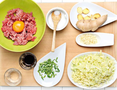 Food, Dishware, Ingredient, Cuisine, Produce, Tableware, Meal, Dish, Plate, Steak tartare,