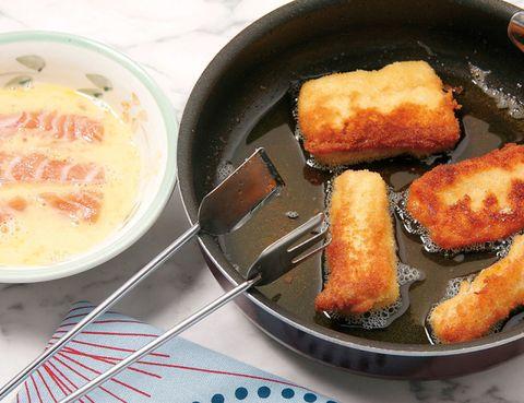 Food, Cuisine, Tableware, Finger food, Dish, Dishware, Serveware, Plate, Meal, Kitchen utensil,