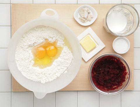 Serveware, Dishware, Food, Ingredient, Egg yolk, Lingonberry jam, Jam, Condiment, Cranberry sauce, Bowl,