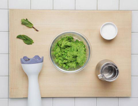 Green, Leaf, Leaf vegetable, Dishware, Ingredient, Kitchen utensil, Vegetable, Produce, Serveware, Ceramic,