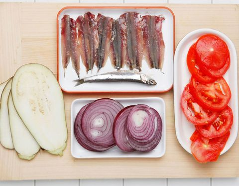Food, Vegetable, Purple, Red onion, Animal product, Tomato, Onion, Dishware, Ingredient, Cutting board,