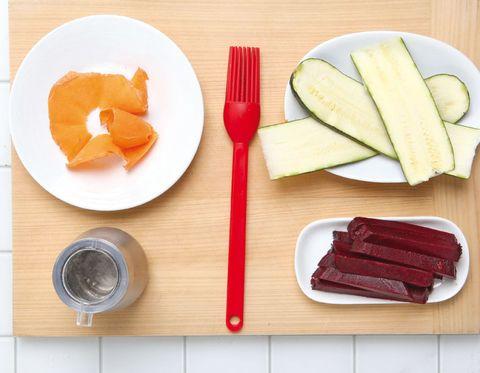 Dishware, Food, Tableware, Ingredient, Orange, Cutlery, Kitchen utensil, Plate, Serveware, Produce,