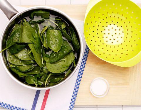 Dishware, Food, Leaf, Serveware, Kitchen utensil, Liquid, Produce, Ceramic, Ingredient, Vegetable,