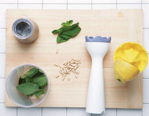 Leaf, Ingredient, Leaf vegetable, Kitchen utensil, Fines herbes, Herb, Dishware, Vegetable, Flowering plant, Produce,
