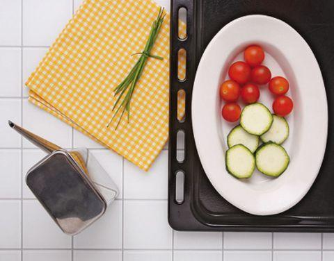 Dishware, Food, Tableware, Vegetable, Produce, Fruit, Plum tomato, Meal, Rectangle, Tomato,