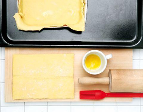 Yellow, Ingredient, Serveware, Kitchen utensil, Rectangle, Cutting board, Meal, Dishware, Breakfast, Oil,