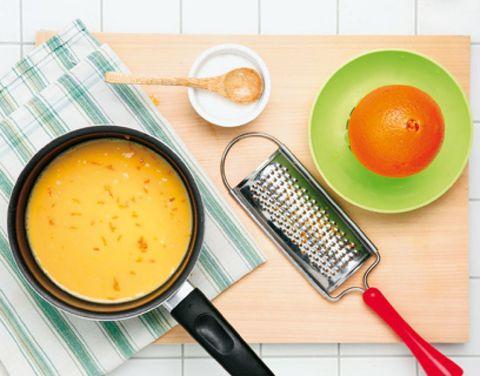 Serveware, Tableware, Dishware, Electronic device, Communication Device, Orange, Mobile device, Kitchen utensil, Dish, Citrus,
