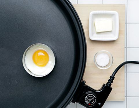 Egg yolk, Ingredient, Egg white, Cookware and bakeware, Cable, Frying pan, Wire, Egg, Circle, Recipe,