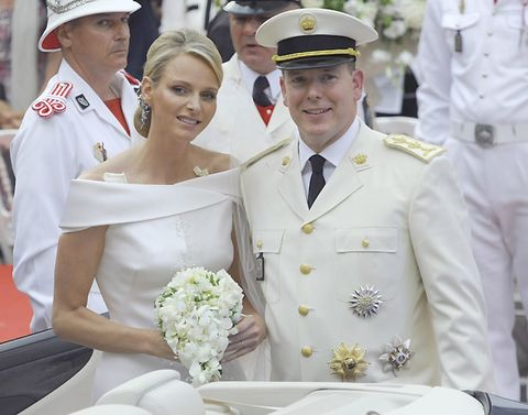 Cap, White, Facial expression, Uniform, Bouquet, Naval officer, Interaction, Hat, Headgear, Tradition,