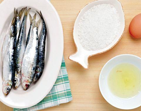 Dishware, Serveware, Ingredient, Seafood, Tableware, Fish, Fish, Kitchen utensil, Gyokuro, Chemical compound,