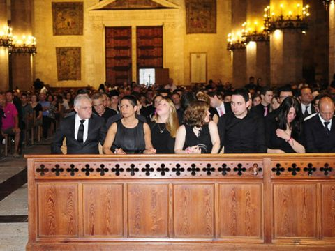 People, Social group, Hall, Varnish, Light fixture, Audience, Official, Jury,