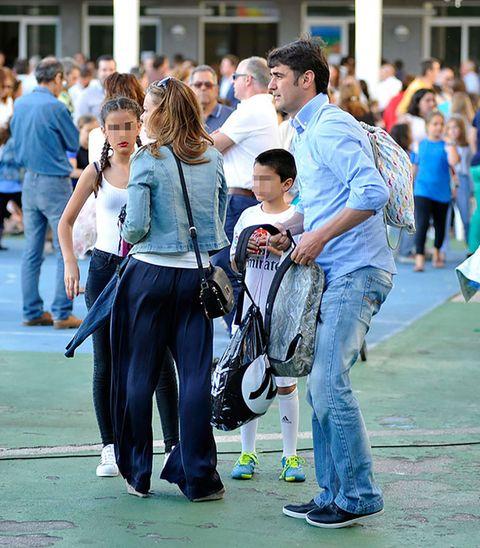 Hair, Footwear, Leg, Trousers, Jeans, Bag, Style, Denim, Luggage and bags, Street,
