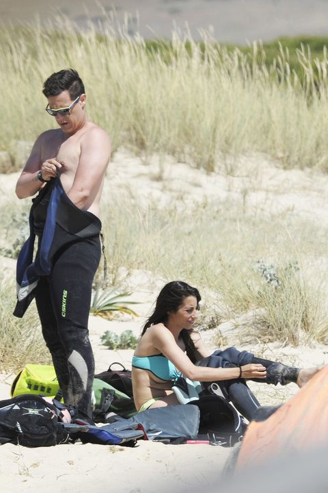 Arm, Leg, Human body, Hand, Goggles, Black hair, Active pants, Luggage and bags, Sunglasses, Adventure,