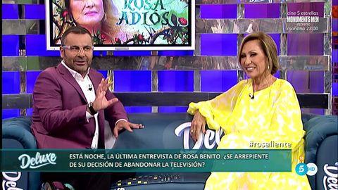 Facial expression, Purple, Violet, Television presenter, Television program, Newscaster, Conversation, Advertising, News, Media,