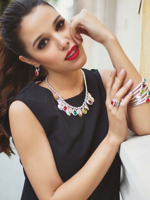 Arm, Finger, Lip, Hairstyle, Jewellery, Hand, Eyelash, Wrist, Style, Nail,
