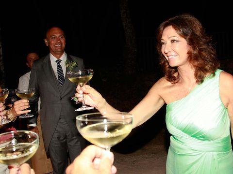 Stemware, Drinkware, Glass, Drink, Alcohol, Alcoholic beverage, Barware, Tableware, Wine glass, Dress,