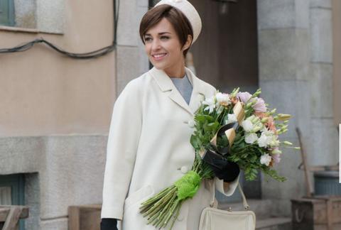 Sleeve, Bouquet, Hat, Flower, Petal, Floristry, Cut flowers, Flower Arranging, Street fashion, Floral design,