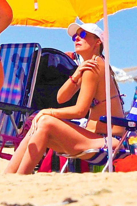 Eyewear, Vision care, Fun, Sitting, Sunglasses, Goggles, Summer, Vacation, Beauty, Sun tanning,