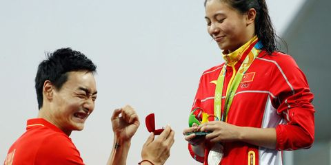 Hand, Red, Happy, Gesture, Celebrating, Coquelicot, Award, Medal, Active shirt,
