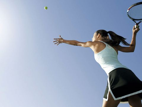 Sports equipment, Daytime, Elbow, Shoulder, Ball game, Net sports, Photograph, Joint, Human leg, Playing sports,