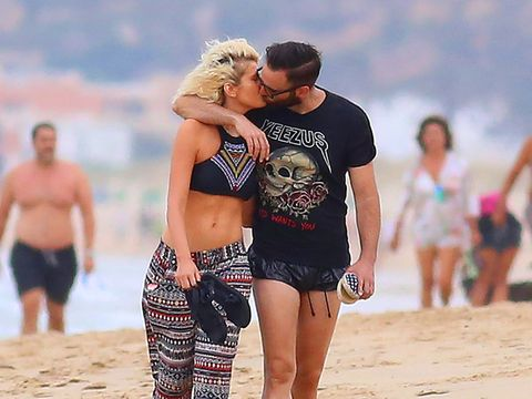 Leg, Fun, People on beach, Mammal, Summer, People in nature, Shorts, Holiday, Interaction, Kiss,