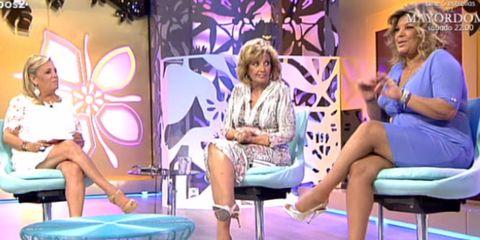 Leg, Human, Blue, Sitting, Human leg, Purple, Thigh, Violet, Beauty, Knee,