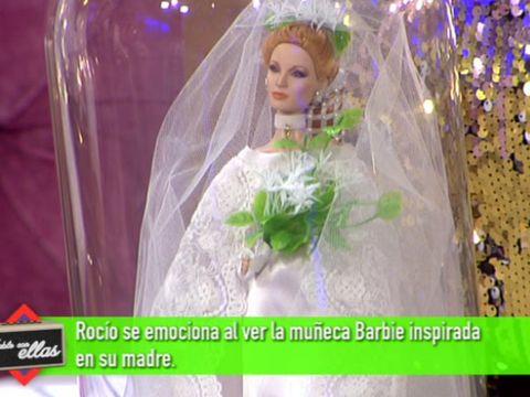 Veil, Bridal veil, Dress, Purple, Toy, Bridal clothing, Bridal accessory, Lavender, Bride, Wedding dress,