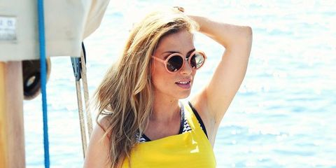 Clothing, Eyewear, Glasses, Vision care, Shoulder, Joint, Sunglasses, Leisure, Summer, Vacation,