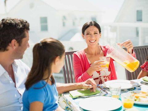 Dishware, Serveware, Tableware, Drink, Plate, Sharing, Meal, Fruit, Brunch, Cocktail,