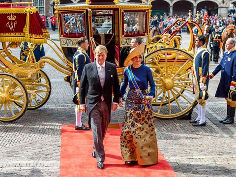 Carriage, Carpet, Cart, Tradition, Chaise, Classic, Rickshaw, Horse and buggy, Wagon, Spoke,