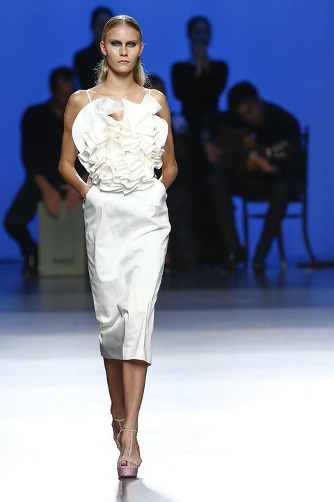 Leg, Fashion show, Event, Human body, Shoulder, Runway, Joint, Human leg, Fashion model, Style,