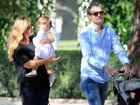 carlota corredera con su marido y su hija, alba, en una imagen de 2016