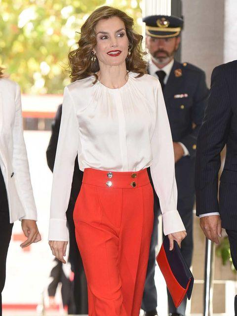Collar, Sleeve, Trousers, Shirt, Dress shirt, Outerwear, Suit trousers, Cap, Formal wear, Hat,