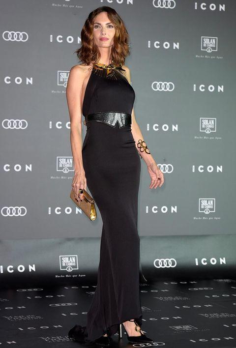 Human, Human body, Shoulder, Dress, Joint, Style, Waist, Formal wear, Fashion model, Fashion,