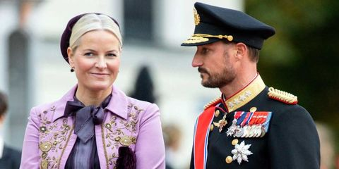 Nose, Eye, Collar, Uniform, Cap, Headgear, Military person, Costume accessory, Badge, Peaked cap,