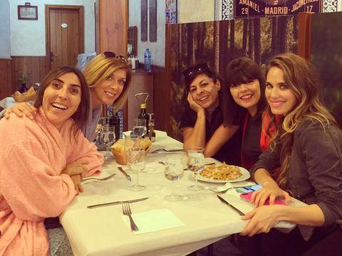 Vanesa Romero con Paz Padilla y otras amigas