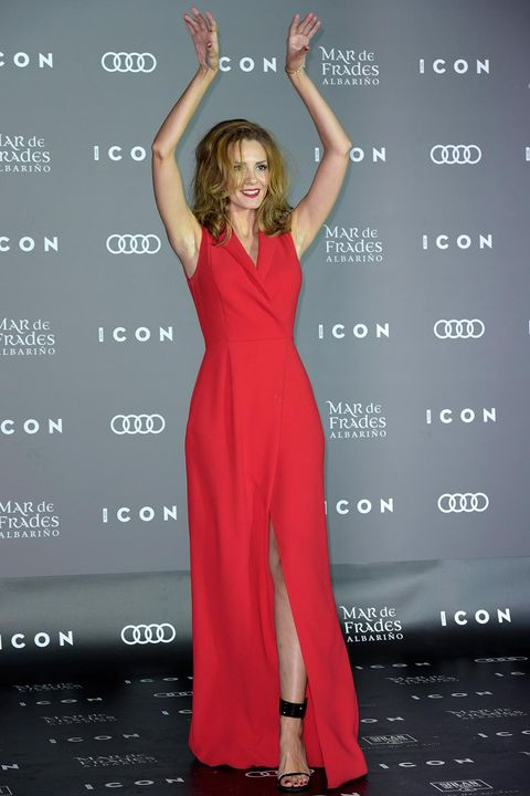 Finger, Dress, Shoulder, Hand, Joint, Standing, Red, Facial expression, Formal wear, One-piece garment,