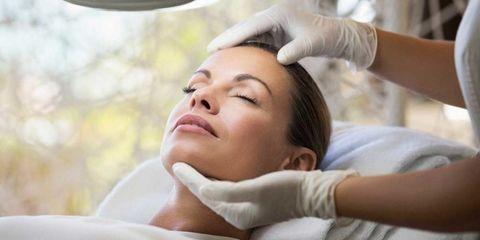 Skin, Eyebrow, Comfort, Eyelash, Beauty salon, Service, Health care, Therapy, Medical, Medical procedure,