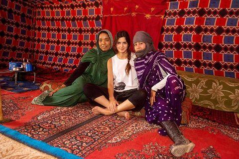 Flooring, Textile, Carpet, Maroon, Rug, Scarf, Tradition,