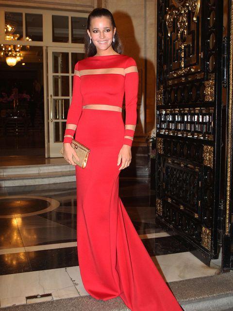 Lighting, Shoulder, Dress, Style, Formal wear, One-piece garment, Lipstick, Waist, Maroon, Fashion model,