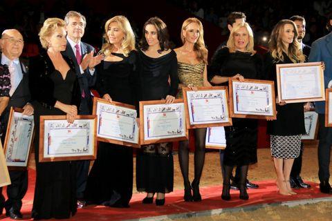 Footwear, Award, Award ceremony, Picture frame, Carpet, Ceremony,