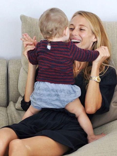 Ear, Finger, Comfort, Human body, Sitting, Human leg, Hand, Elbow, Baby & toddler clothing, Interaction,
