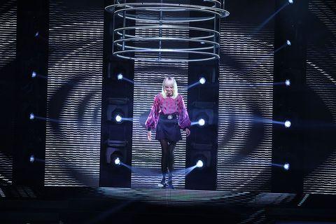 Stage, Magenta, Purple, Darkness, Violet, Performance art, Visual effect lighting, Talent show, Boot, heater,
