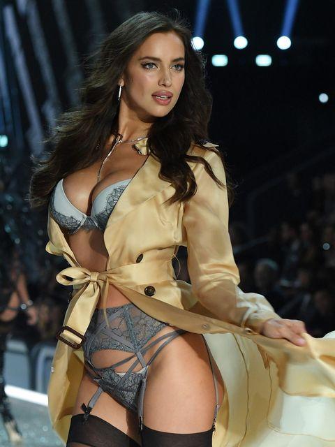 Human body, Human leg, Thigh, Jewellery, Fashion model, Beauty, Fashion, Waist, Trunk, Abdomen,