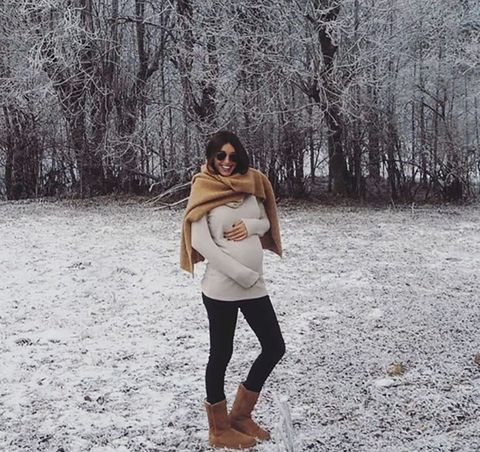 Winter, Brown, Human body, Sleeve, Shoulder, Mammal, People in nature, Street fashion, Beauty, Knee,