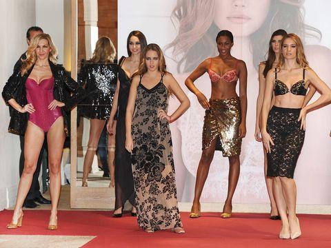 Leg, Human body, Flooring, Waist, Style, Beauty, Trunk, Carpet, Thigh, Fashion,