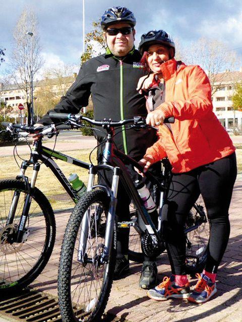 Tire, Wheel, Bicycle tire, Bicycle frame, Bicycle wheel, Bicycle wheel rim, Helmet, Bicycle, Bicycle handlebar, Bicycle helmet,